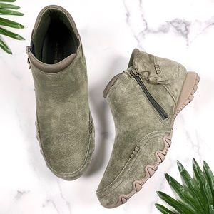 Skechers Zappiest Relaxed Wide Fit Olive Booties